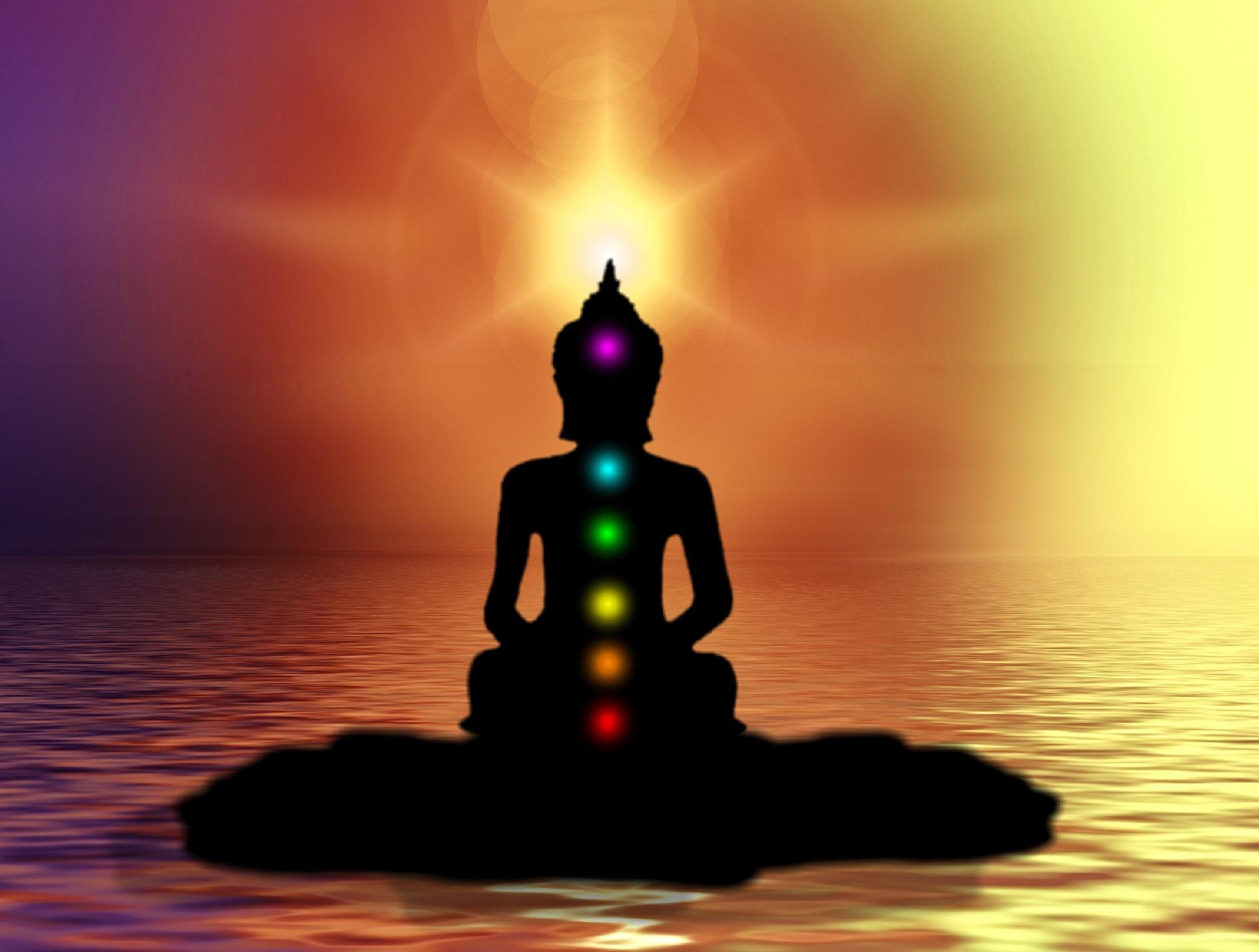 Werken met energie met Therapeutic Touch in mijn aromatherapiepraktijk met behulp van de 7 chakra's en de aura.
